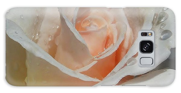 Delicate Pink Rose With Rain Drops Galaxy Case