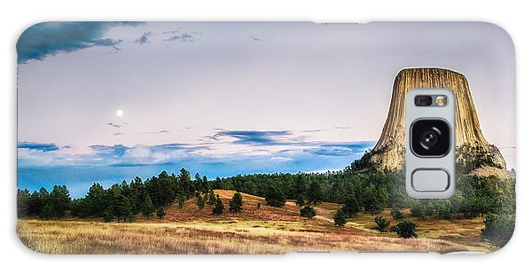 Devils Tower At Sunset And Moonrise Galaxy Case