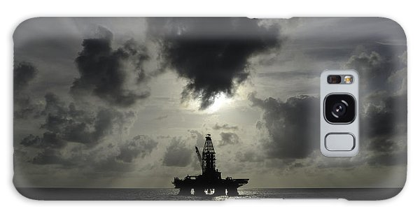 Distant Offshore Oil Rig Galaxy Case