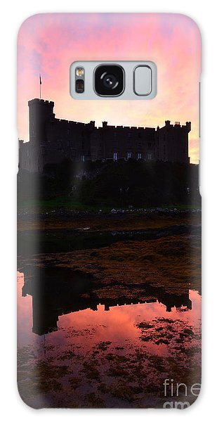 Dunvegan Castle At Dawn Galaxy Case