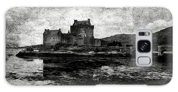 Eilean Donan Castle In Scotland Bw Galaxy Case