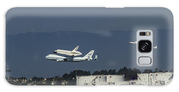 Endeavor Foies First Of Two Flyovers Over Lax Galaxy Case