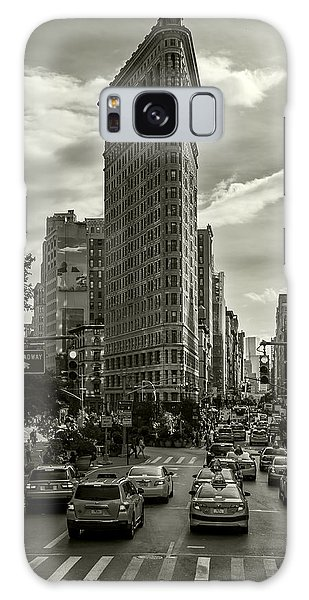 Flatiron Building - Black And White Galaxy Case
