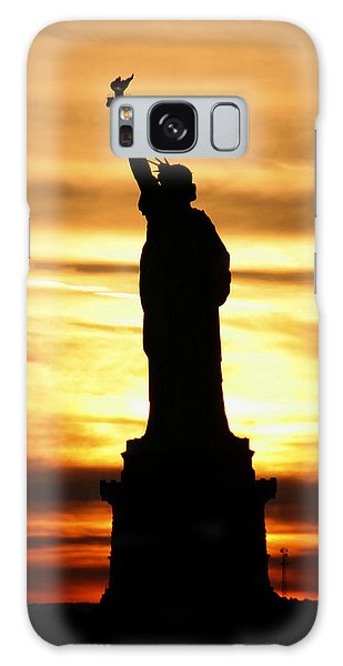 Statue Of Liberty Silhouette Galaxy Case