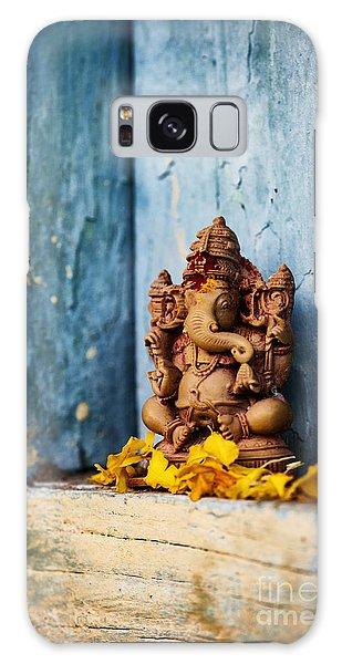 Ganesha Statue And Flower Petals Galaxy Case