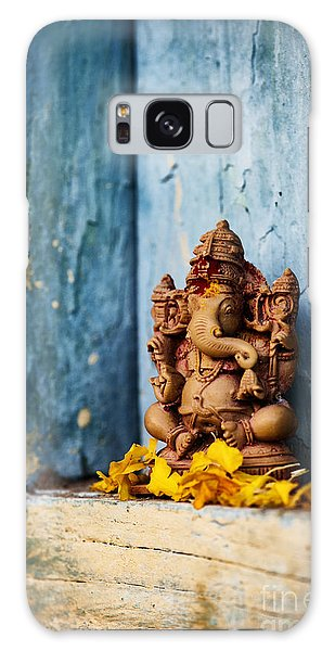 Ganesha Statue And Flower Petals Galaxy Case
