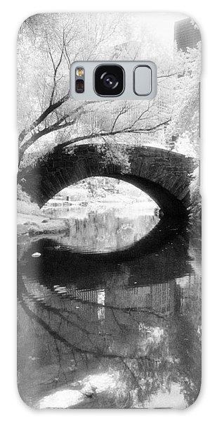 Central Park Photograph - Gapstow Bridge Vertical Galaxy Case