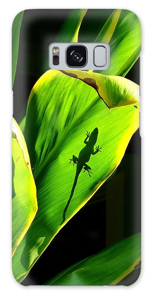 Gecko On A Leaf Galaxy Case by Lori Seaman