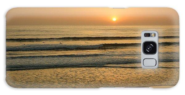 Golden California Sunset - Ocean Waves Sun And Surfers Galaxy Case