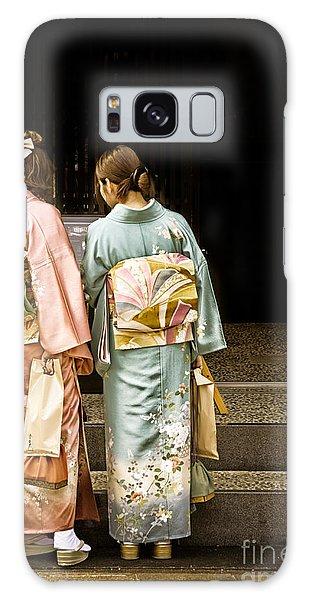 Golden Glow - Japanese Women Wearing Beautiful Kimono Galaxy Case