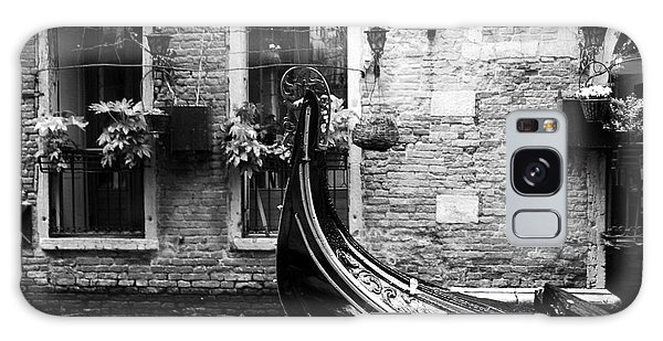 Gondola In Venice Bw Galaxy Case