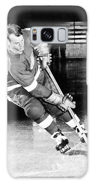 Gordie Howe Skating With The Puck Galaxy Case by Gianfranco Weiss
