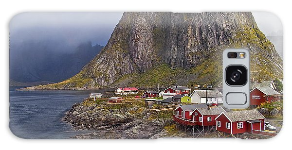 Hamnoy Rorbu Village Galaxy Case