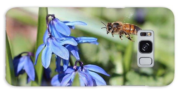 Honeybee In Flight Galaxy Case