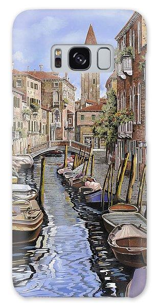 Docked Boats Galaxy Case - il gatto nero a Venezia by Guido Borelli