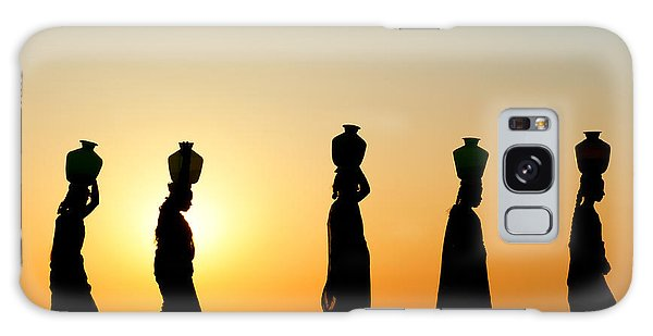 Indian Head Galaxy Case - Indian Women Carrying Water Pots At Sunset by Tim Gainey