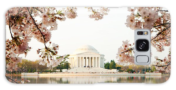 Jefferson Memorial With Reflection And Cherry Blossoms Galaxy Case