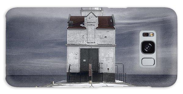 Catwalk Galaxy S8 Case - Kewaunee Pierhead Lighthouse by Joan Carroll