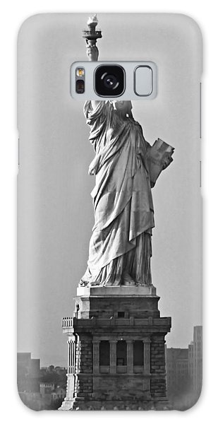 Lady Liberty Black And White Galaxy Case