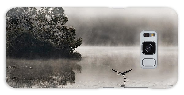 Lake Logan Fog And Heron - Flight Galaxy Case