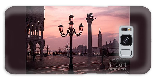 Lamppost Of Venice Galaxy Case