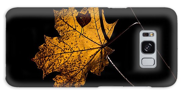 Galaxy Case featuring the photograph Leaf Leaf by Leif Sohlman