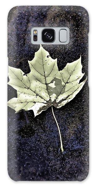 Leaf On Dark Sand Galaxy Case by Gary Slawsky