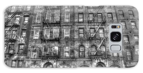 Rock And Roll Galaxy S8 Case - Led Zeppelin Physical Graffiti Building In Black And White by Randy Aveille