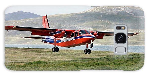 Islanders Galaxy Case - Light Aircraft Landing by Steve Allen/science Photo Library
