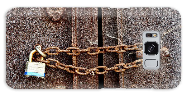 Rusty Chain Galaxy Case - Locked by Olivier Le Queinec