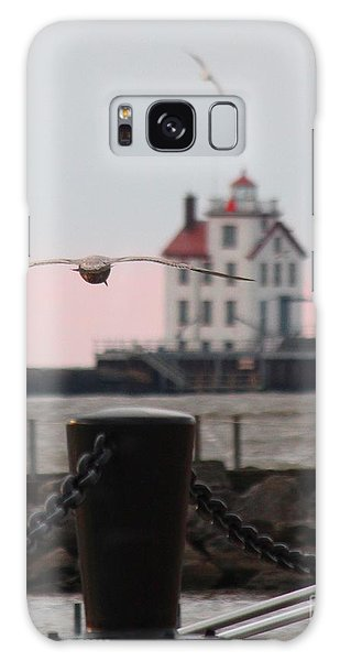 Lorain Lighthouse With Gulls Cropped Galaxy Case