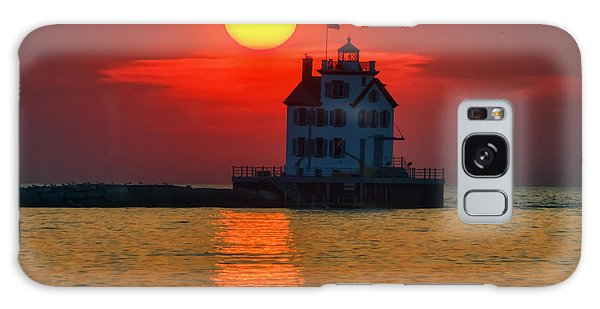 Lorain Ohio Lighthouse At Sunset Galaxy Case