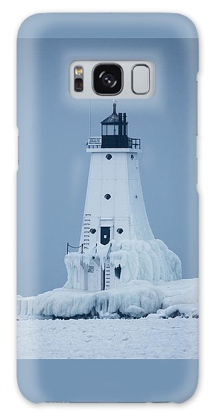 Ludington North Pier Lighthouse In Winter Galaxy Case