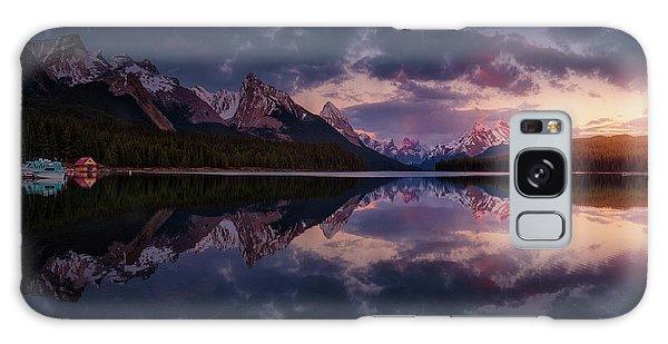 Attraction Galaxy Case - Maligne Mountains by Juan Pablo De