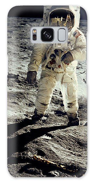 Astronauts Galaxy S8 Case - Man On The Moon by Neil Armstrong/Underwood Archive