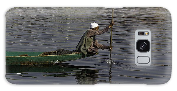 Man Plying A Wooden Boat On The Dal Lake Galaxy Case