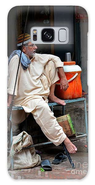 Man Sits And Relaxes In Lahore Walled City Pakistan Galaxy Case