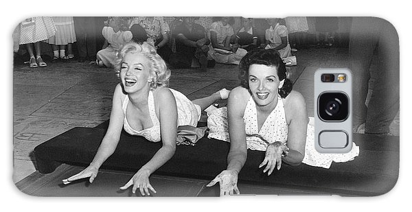 Actors Galaxy S8 Case - Marilyn Monroe And Jane Russell by Underwood Archives
