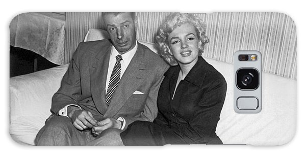 Baseball Players Galaxy S8 Case - Marilyn Monroe And Joe Dimaggio by Underwood Archives