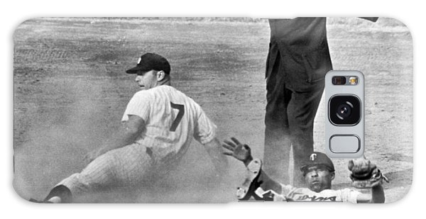 Horizontal Galaxy Case - Mickey Mantle Steals Second by Underwood Archives