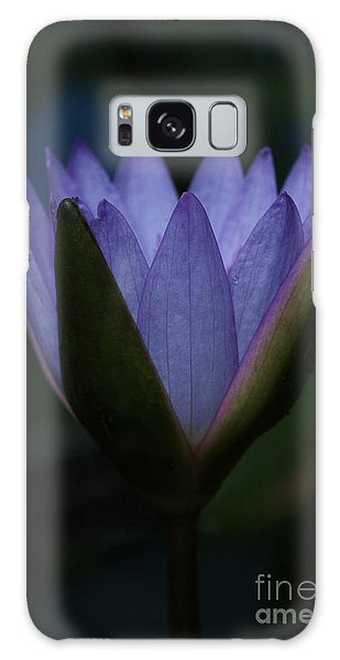 Midnight Water Lily Galaxy Case