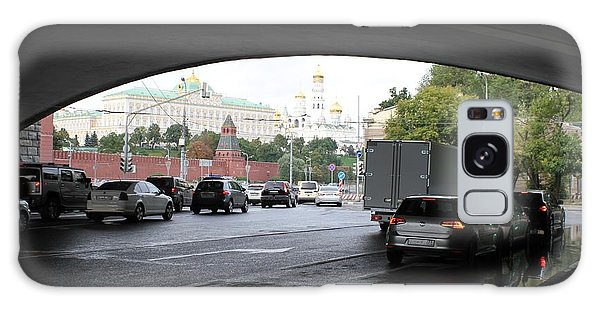 Moscow Kremlin Seen Through The Archway Of Greater Stone Bridge In Moscow I Galaxy Case