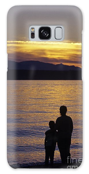 Mother And Daughter Holding Each Other Along Edmonds Beach At Su Galaxy Case