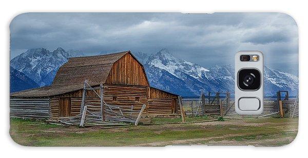 Moulton Barn In Watercolor Galaxy Case