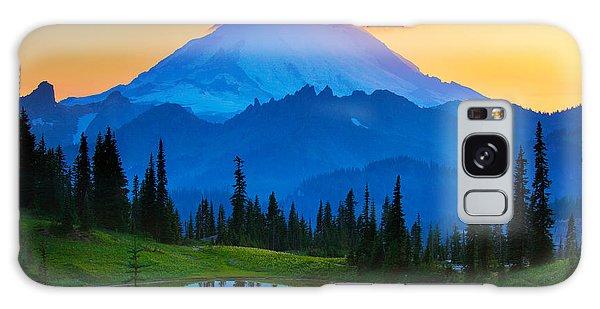 Sunset Galaxy Case - Mount Rainier Goodnight by Inge Johnsson