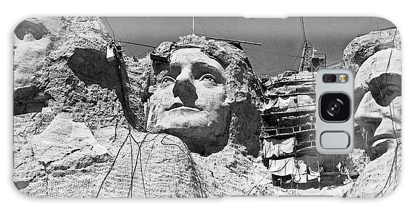 Mount Rushmore In South Dakota Galaxy Case by Underwood Archives