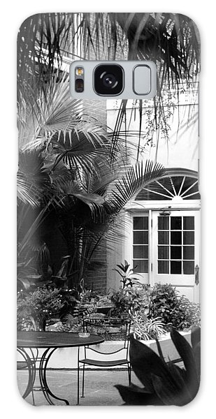New Orleans Courtyard In Black And White Galaxy Case