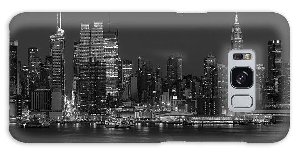 New York City Skyline In Christmas Colors Bw Galaxy Case