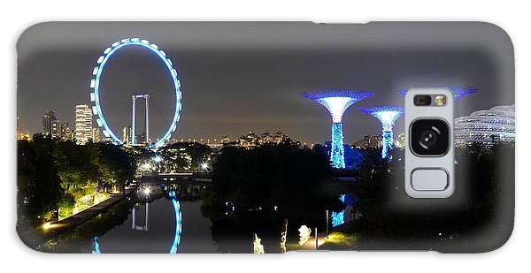 Night Shot Of Singapore Flyer Gardens By The Bay And Water Reflections Galaxy Case