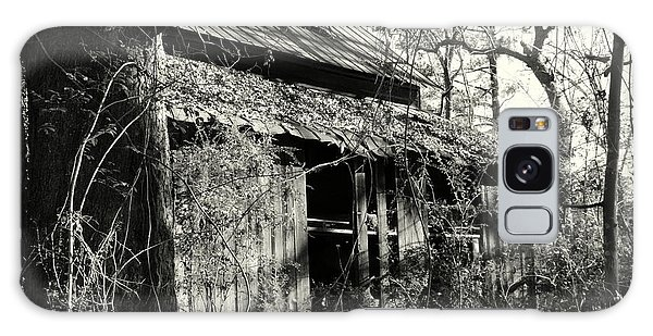 Old Barn In Black And White Galaxy Case